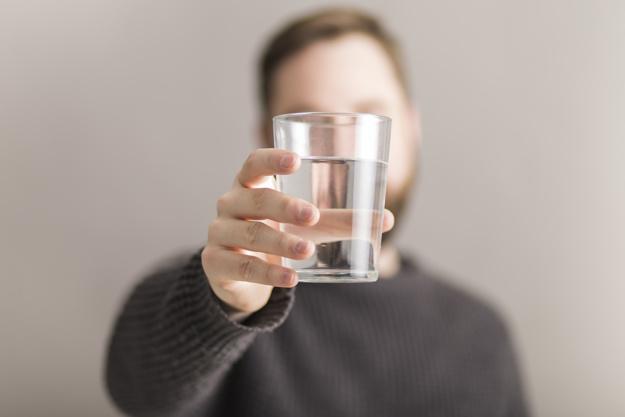 راه كارهاي عادت به نوشیدن آب