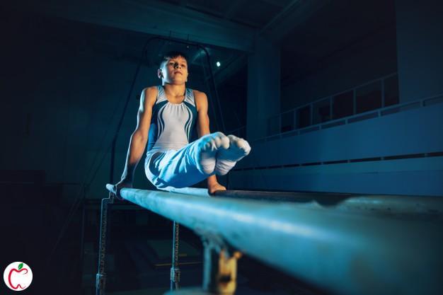 دختر نوجوان در حال ورزش ژیمیناستیک | مزیت های ژیمیناستیک برای نوجوانان | سیوطب